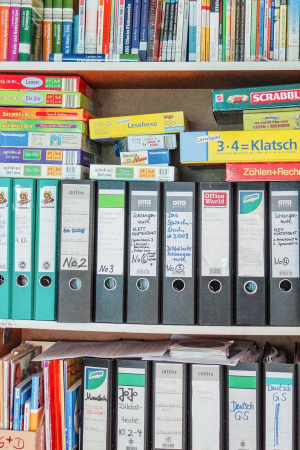 Alle Schulbücher der Schüler sind vorhanden